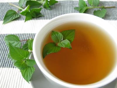 Teestasse mit Teeblatt